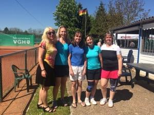 Das Foto zeigt unsere Damenmannschaft von links nach rechts Kirsten, Merle, Mercedes, Silke und Katrin