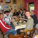 Die Herren 40 beim verdienten Essen nach der Begegnung